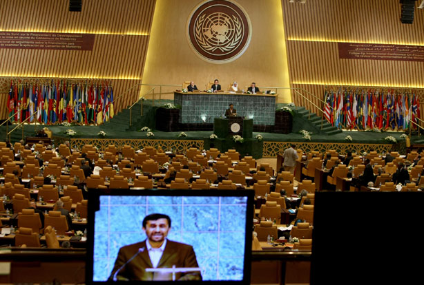 Ahmadinejad receives standing ovation at UN General Assembley, 2008