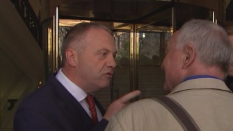 John Mann explains something to Ken Livingstone